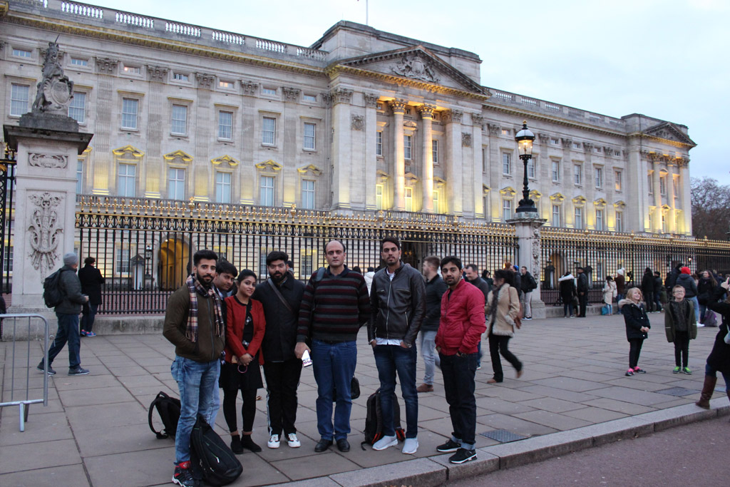 ABS PGDM Oxford Trip 2018 – City Tour Experience of the Group 1